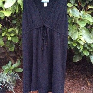 Portocruz dress low cut v-neck, black sleeveless